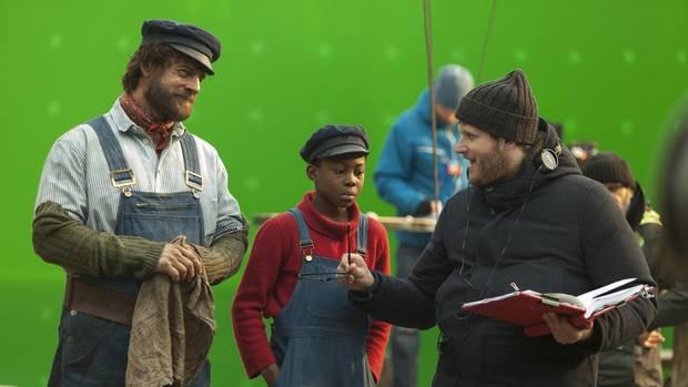 Im Studio spricht Regisseur Dennis Gansel mit Henning Baum und Solomon Gordon