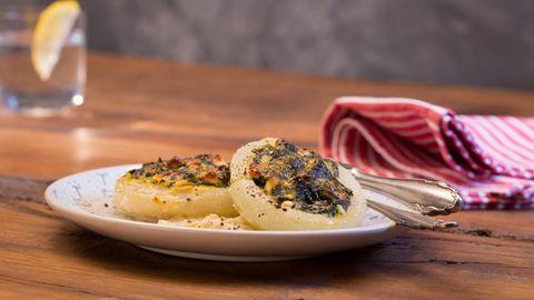 fisch: Seeteufelmedaillons mit Orangensauce, Koriander-Couscous und Spinat