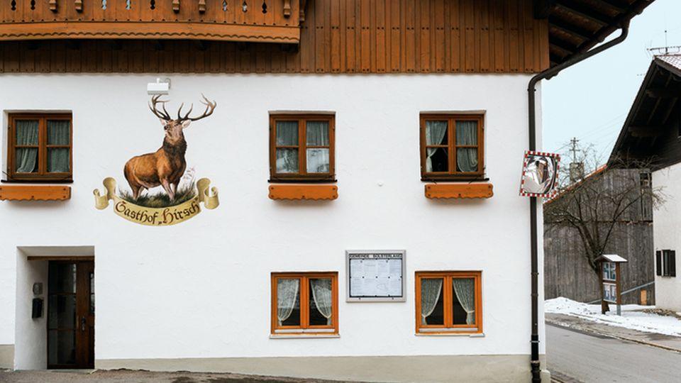 """Der """"Hirsch"""", ältestes Wirtshaus am Ort, ist nun eine Flüchtlingsunterkunft"""