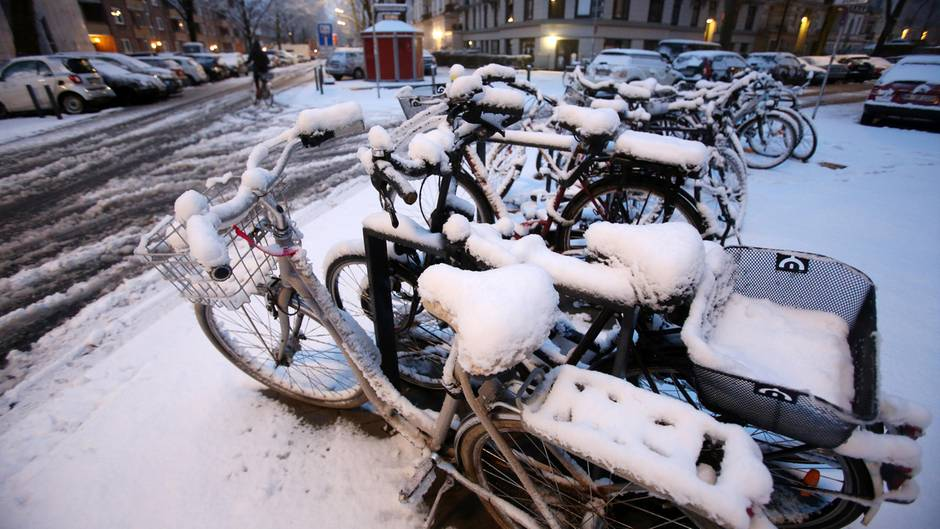 """Weiße Ostern: """"Winter hau ab, niemand mag dich!"""" - So witzig reagieren Twitter-User auf neue Schneefälle"""