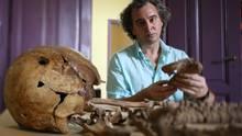 Luis Fondebrinder, Mitgründer und Leiter des argentinischen forensischen Identifizierungsteams EAAF (Equipo Argentino de Antropologia Forense).