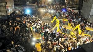 Hotel stürzt nach Auto-Crash ein - mindestens zehn Tote