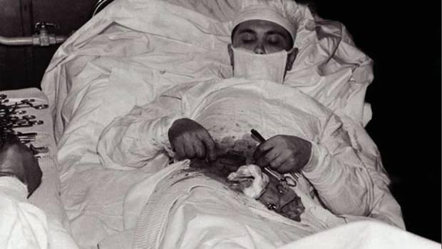 Trotz der angespannten Lage dokumentierten seine Kameraden die Operation.
