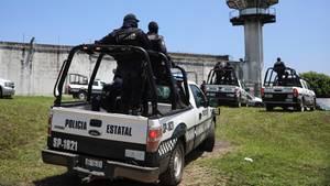 Gefängnismeuterei in Mexiko: Häftlinge sperren Polizisten ein und legen Feuer - mindestens sechs Tote