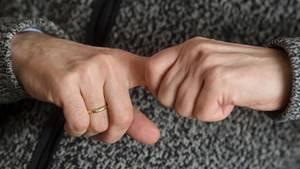 Seit Jahrzehnten rätseln Forscher, was es mit dem Geräusch beim Fingerknacken auf sich hat
