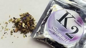 """Sie heißen """"K2"""", """"Spice"""" oder schlicht """"Legal Weed"""": Kräutermischungen mit synthetischen Cannabinoiden"""