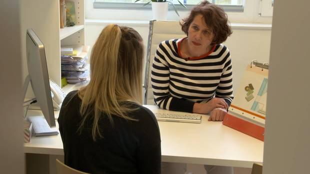 Frauenärztin Nora Szász möchte auf ihrer Internetseite gerne straffrei über ihre Leistungen informieren, darunter auch Schwangerschaftsabbruch. Ganz neutral.