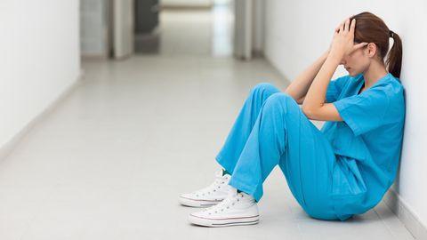 Viele Pflegekräfte sind hoffnungslos überlastet (Symbolbild)