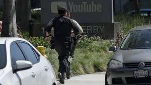 Polizisten stürmten das Gelände von Youtube, nachdem erste Notrufe wegen der Schüsse einliefen