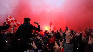 Krawalle vor Champions-League-Spiel in Liverpool - Teambus von ManCity beschädigt