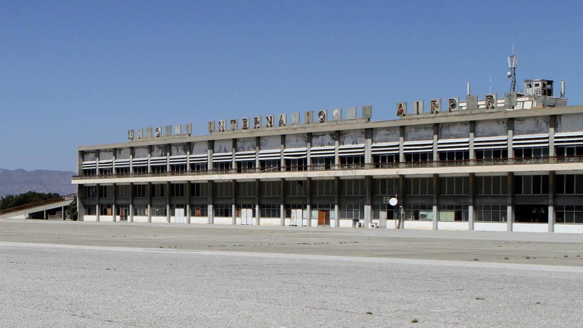 Nicosia International Airport: Stacheldraht und Taubendreck: So verkommt Zyperns Geisterflughafen