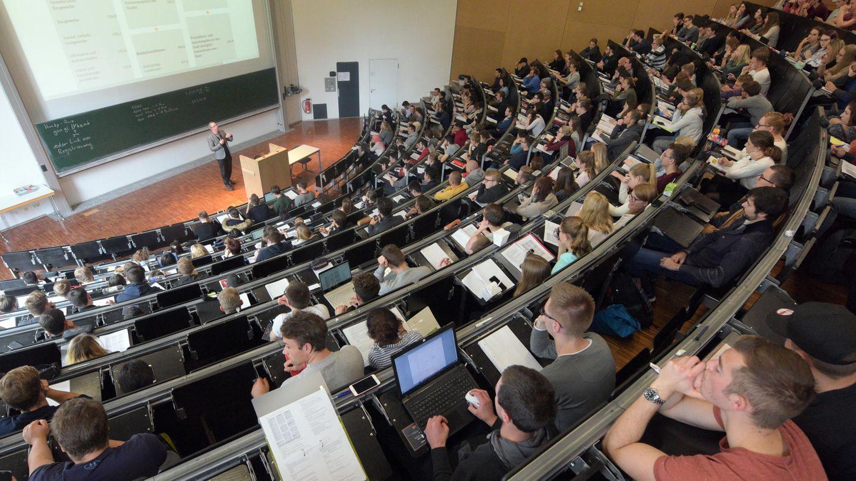 Vorlesungssaal einer Universität: Auch ohne Abitur ist der Weg nicht versperrt