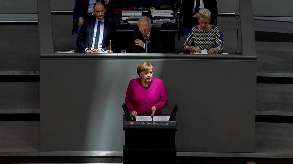 """Kritiker von Angela Merkel zählen Bundeskanzlerin mit """"konservativem Manifest"""" an"""