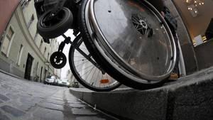Nachrichten aus Deutschland: Rollstuhlfahrer auf Straße geschubst