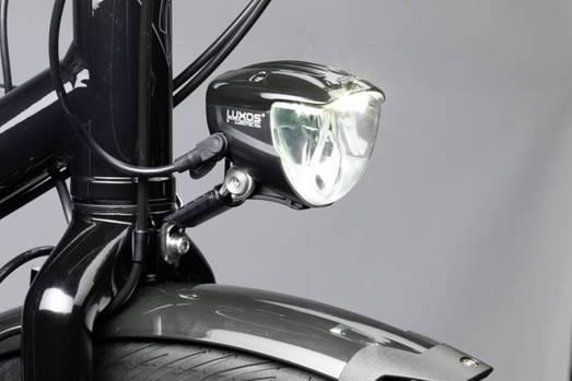 Scheinwerfer Luxos   Ein Scheinwerfer wie der Luxos IQ2 zeigt, was heutzutage möglich ist. Er speichert Energie zwischen, damit auch im Stand der Lichtkegel nicht schwächelt. Über eine USB-Buchse kann ein Smartphone aufgeladen werden. Unmittelbar vor dem Rad sorgen LEDs für ein breites Lichtfeld, auf Knopfdruck schaltet sich ein Fernlicht ein. Die Haube oberhalb der Lichtquelle verhindert, dass der Fahrer geblendet wird.  Preis: ab 120 Euro.