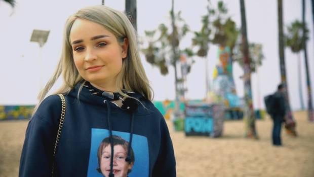 Kim Petras (25) lebt seit zwei Jahren in Los Angeles. stern TV traf sie am Santa Monica-Beach.