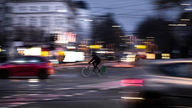 Radfahren auf der Straße st meist sicherer und immer schneller als auf dem Radweg.