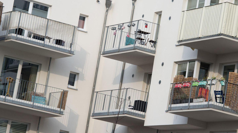 Blick auf die Balkone von Mietwohnung - Mieter werden auch von einer Reform der Grundsteuer betroffen sein