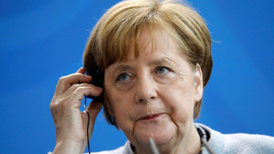 Bundeskanzlerin Angela Merkel muss auf der Koalitionsklausur die Regierungsmannschaft auf Kurs bringen