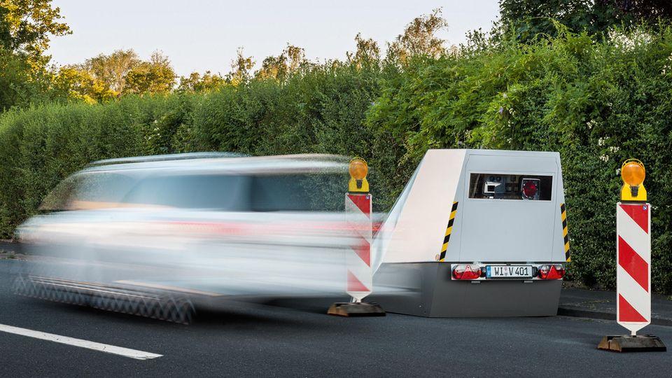 Fehlerhaft eingestellt: 4000 Lkw-Fahrer zu Unrecht geblitzt – ihre gezahlten Bußgelder bekommen sie nicht wieder