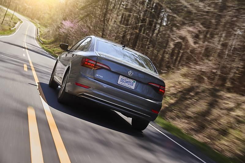 VW Jetta 1.4 TSI 2019 - optisch deutlich verbessert
