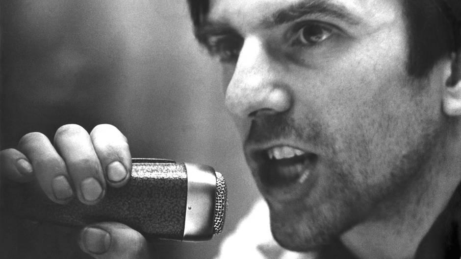 Rudi Dutschke spricht zu über 1000 Studenten. Am 11. April 1968 wurde er auf dem Kurfürstendamm in Berlin niedergeschossen.