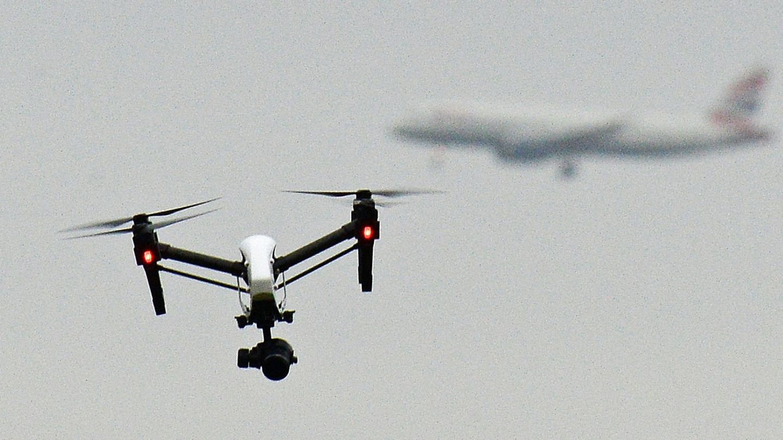 Eine Maschine der Fluggesellschaft Skyjet stieß beim Anflug auf den Flughafen von Québec mit einer Drohne zusammen (Symbolbild)