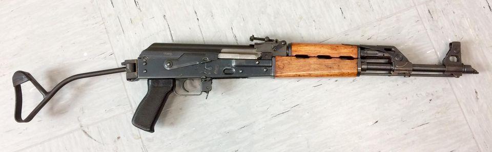Nachrichten aus Deutschland: Eine Zastava M70 (vollautomatische Schusswaffe)