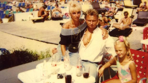 Van Hout war mit Holleeders Schwester Sonja verheiratet (Abbildung von 1992, mit Tochter)
