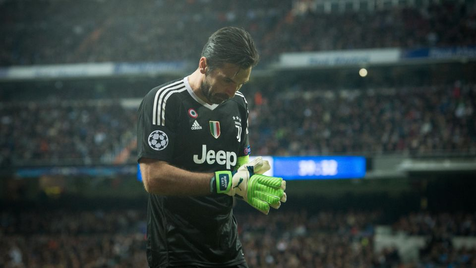 Gianluigi Buffon Rot Karte Real Madrid
