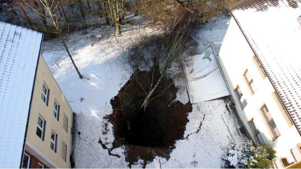 """""""Siegener Loch"""": 2004 riss die Erde in einem Garten auf. Ursache war ein altes Erzbergwerk"""