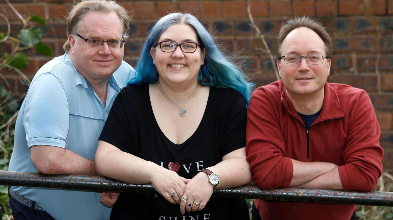 Mary Crumpton in der Mitte, neben ihr zwei ihrer Partner