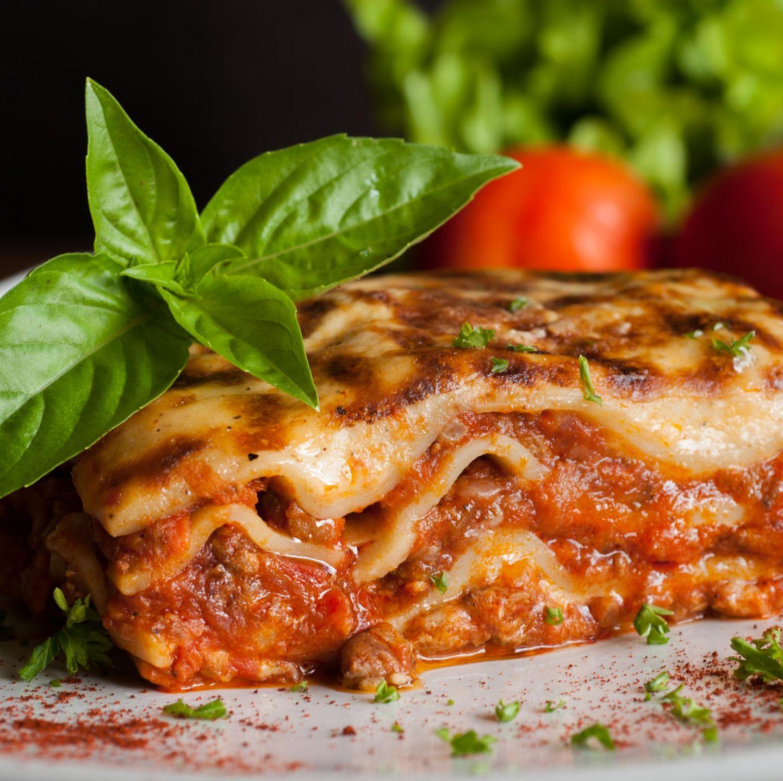 Frau verklagt Restaurant, weil eine gefährliche Lasagne ihr Leben ...