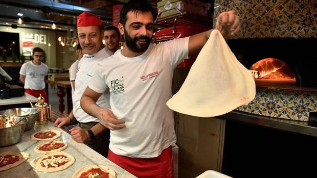 In der Pizza-Werktstatt von Bolognas Lebensmittelpark Fico