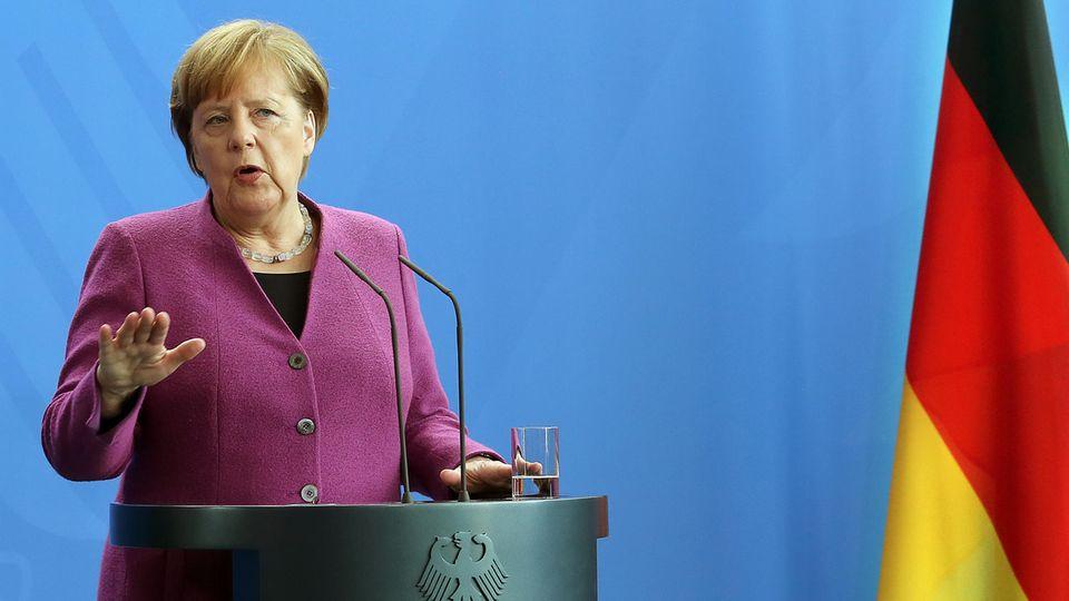 Bundeskanzlerin Angela Merkel mit abwehrender Haltung - kein Militäreinsatz in Syrien