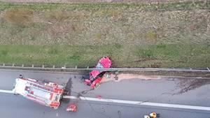 Der Fahrer des Ferraris wurde im Fahrzeugwrack eingequetscht