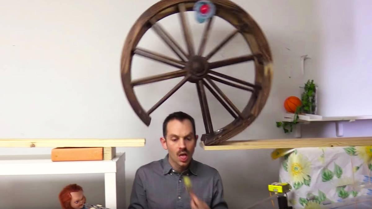 Verrückte Kettenreaktion: Wie dieser Mann seinen Nachtisch bekommt, ist durchgeknallt - und irre komisch
