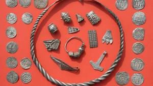 """Archäologen entdecken auf Rügen einen Silberschatz von """"herausragender Bedeutung"""", vor allem für Dänemark"""