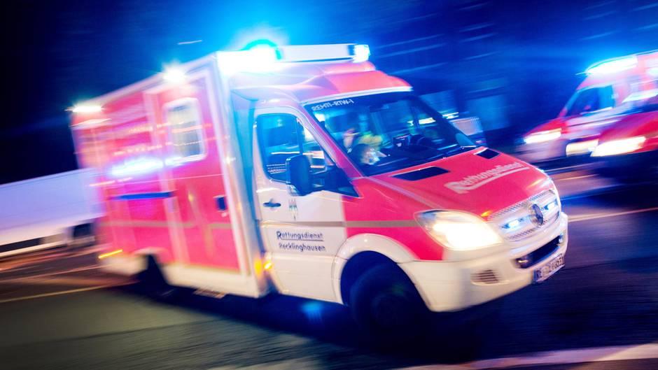 Verletzte bei Feuer Brand in Seniorenheim fordert ein Opfer
