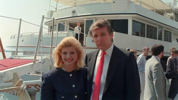 Donald Trump mit seiner damaligen Frau Ivana 1988 in New York