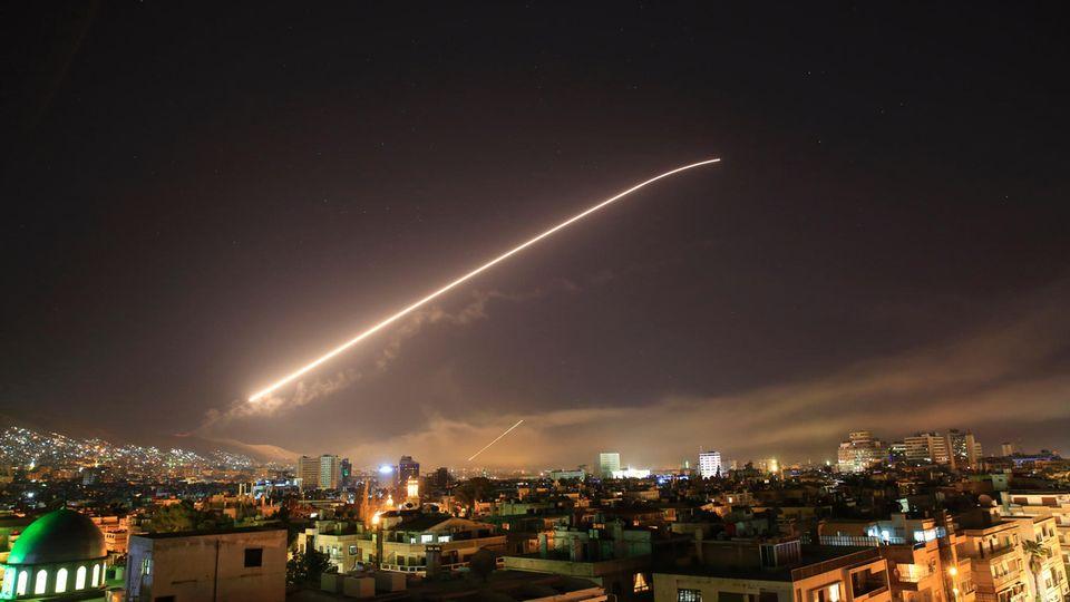 """Internationale Pressestimmen zu Syrien-Konflikt: """"Der Luftschlag war vor allem auch ein Symbol der Hilflosigkeit"""""""