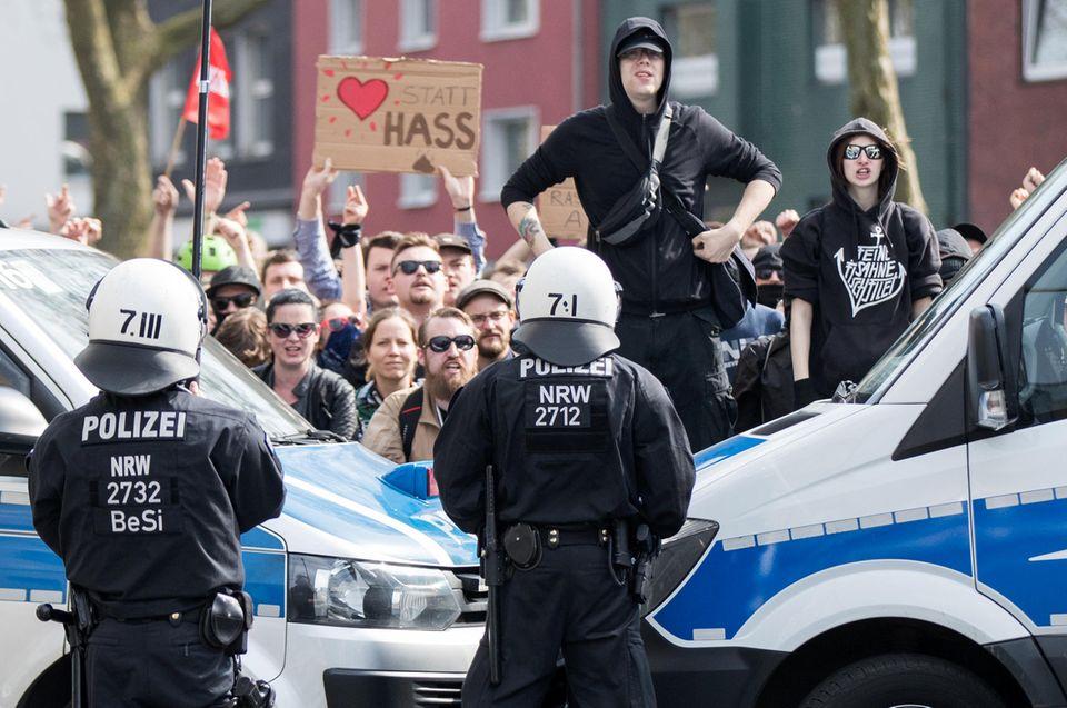 Linke Demonstranten in Dortmund