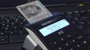 Die EU-Kommission will den Gesetzesvorschlag für den Personalausweis mit Fingerabdruck am Dienstag in Brüssel vorstellen