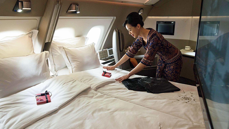 Platz 5: Singapore Airlines  Neue Maßstäbe setzt die Airline aus Singapure mit der jüngster Version der First Class im Upper Deck des Airbus A380: Die Anzahl der Suiten wurde von zwölf auf sechs Suiten reduziert, aber der Platz auf 4,6 Qudratmeter vergrößert.