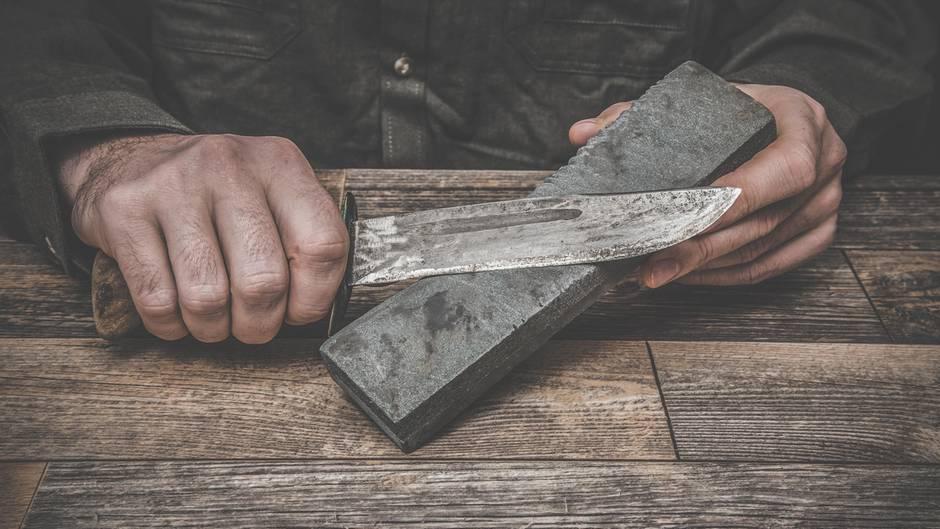 Messer  Ohne ein scharfes Messer geht nichts in der Küche. Legen Sie sich deshalb lieber ein hochwertiges zu. Und am besten gleich zwei davon.