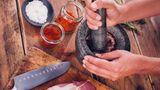 Mörser  Ob für Pasten oder Gewürze wie Pfeffer oder grobes Salz. Ein Mörser ist in jeder Küche gut aufgehoben.