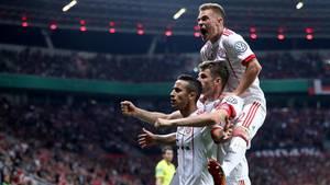 Spieler des FC Bayern München feiern ein Tor