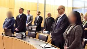 """Urteil in Darmstadt: """"Killer-Paar"""" muss lebenslang in Haft"""