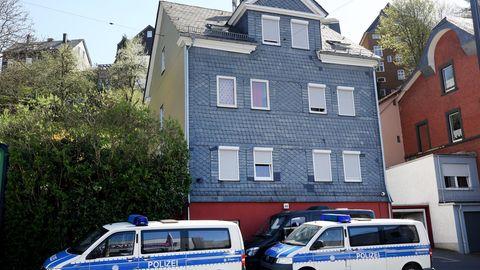 Ein Haus in Siegen, das von der Polizei wegen möglicher Zwangsprostitution durchsucht wurde