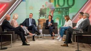 """Die Gäste (u.a. Jens Spahn) und Moderatorin der ARD-Sendung """"Maischberger"""" zum Thema """"Pflege"""""""
